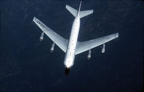 Video shows Russian fighter escort U.S. military plane over the Pacific