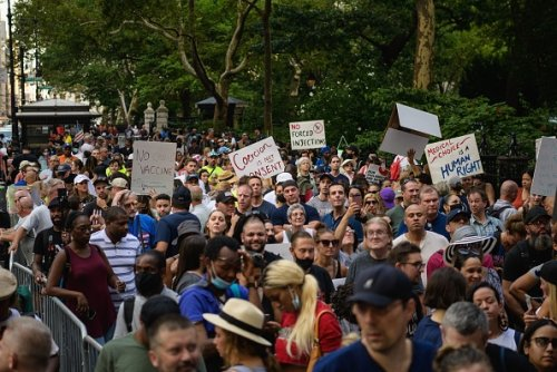 Hundreds of emergency workers block New York roads in protest against vaccine mandate