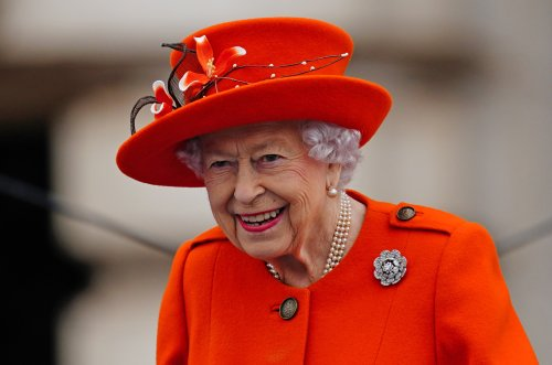 Queen under pressure to cut ties with Dubai ruler who hacked Charles' lawyer