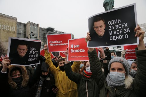 Putin faces mass protest in Russia as Navalny doctor blasts 'hospital' move