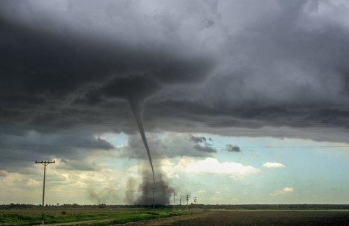 Oklahoma pilot rides landspout tornado rising 200 feet a minute