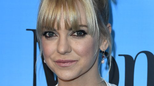 Anna Faris Left Mom And We Now Know Why