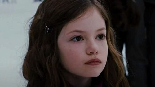 Renesmee From Twilight Has Grown Up To Be A Bombshell