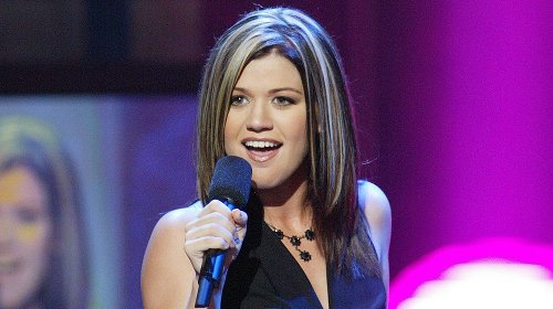 The Transformation Of Kelly Clarkson From 20 To 38 Years Old