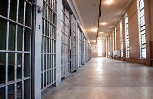 White prison guards given preferential treatment when requesting time off, lawsuit says