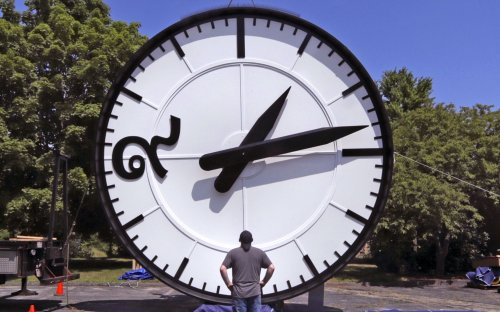 When does Daylight Saving Time end in 2021? When do clocks fall back this year? Daylight Savings Time explained.