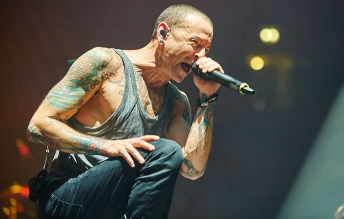 Fans pay tribute to Chester Bennington on what would have been his 45th birthday