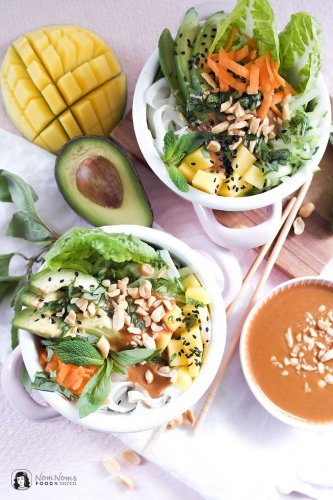 Vegane Sommerrollen Bowl mit Erdnuss-Chili-Soße | Summer Roll Bowl ❤ • Nom Noms food
