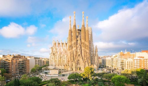 Best Neighborhoods in Barcelona: Where to Stay During in 2021