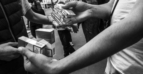 Une cigarette sur 4 vendue au noir en France : plongée au coeur d'un trafic qui explose