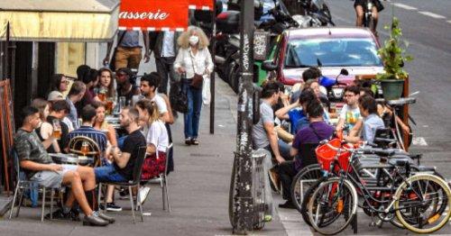 Demi-jauge en terrasse, magasins… le gouvernement détaille son plan de déconfinement