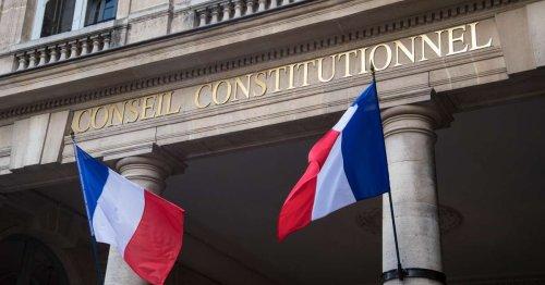 Le Conseil constitutionnel valide le pass sanitaire mais censure l'isolement obligatoire