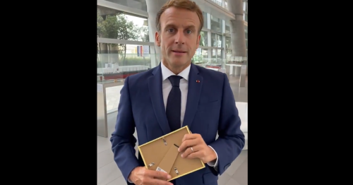 Macron accomplit (à moitié) le gage de McFly et Carlito dans ses vœux de rentrée scolaire
