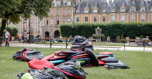 Près de 600 sans-abri évacuées de la place des Vosges, à Paris