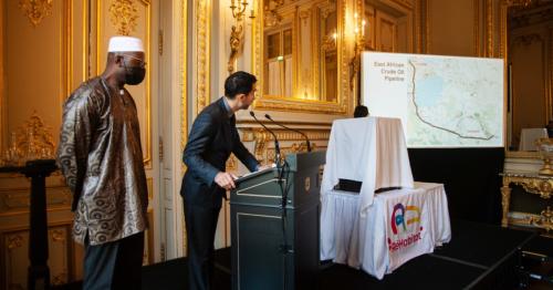 Une conférence de presse sur le pipeline de Total en Afrique se termine dans le sang