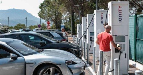 La galère des bornes pour voitures électriques : les raisons du retard français