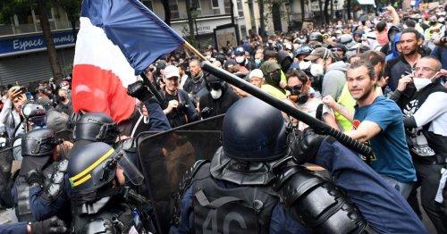 Prison avec sursis pour deux manifestants anti-pass à Paris
