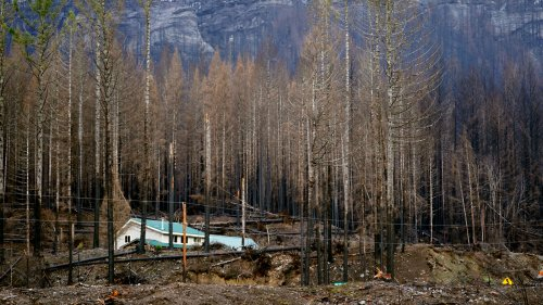 Oregon Has A New Plan To Protect Homes From Wildfire. Homebuilders Are Pushing Back