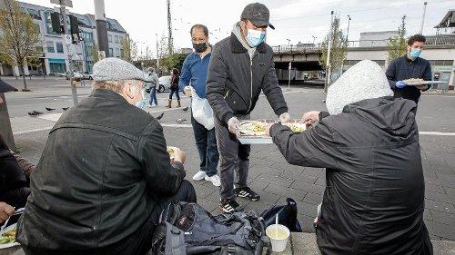 Muslime laden Mülheimer Wohnungslose zum Fastenbrechen ein