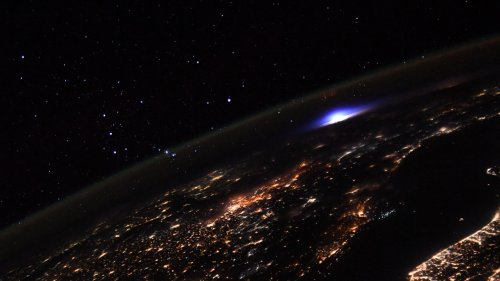 Quelle est cette lumière bleue rare photographiée par Thomas Pesquet depuis l'ISS ?