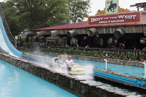 2 hospitalized after Six Flags log flume boat malfunctions