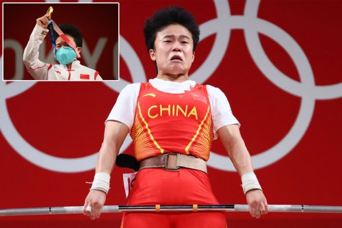 Chinese diplomats furious over media photo of country's weightlifting gold-medalist