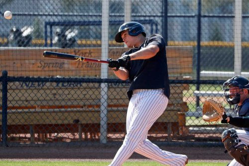 Yankees scratch Gio Urshela after COVID-19 vaccine side effects