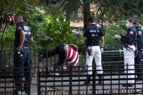 Man found dead on NYC fence near NYPD headquarters in Manhattan