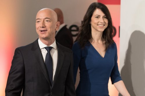 Jeff Bezos will host authors at annual 'Campfire' for first time with new girlfriend