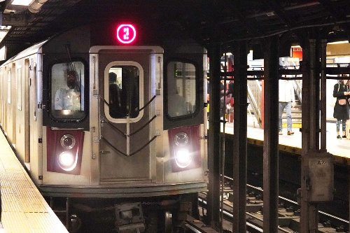 Tourist stabbed with screwdriver on NYC subway