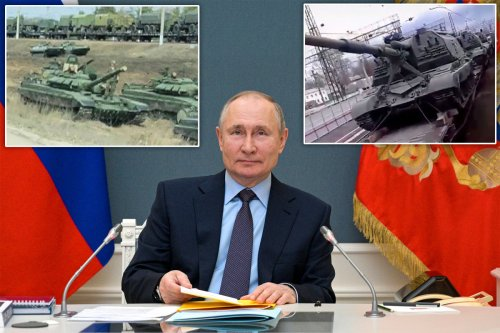 Russian military vehicles with 'invasion stripes' descend on Ukraine border