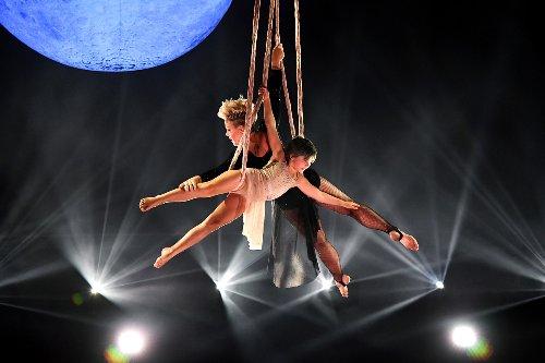 Pink and daughter Willow soar in daredevil Billboard Music Awards stunt