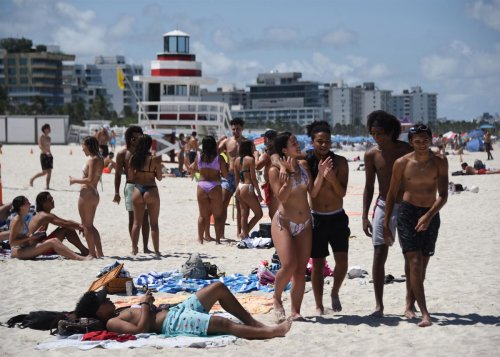 Florida coronavirus spike affects drinking in bars, Miami beaches for July Fourth
