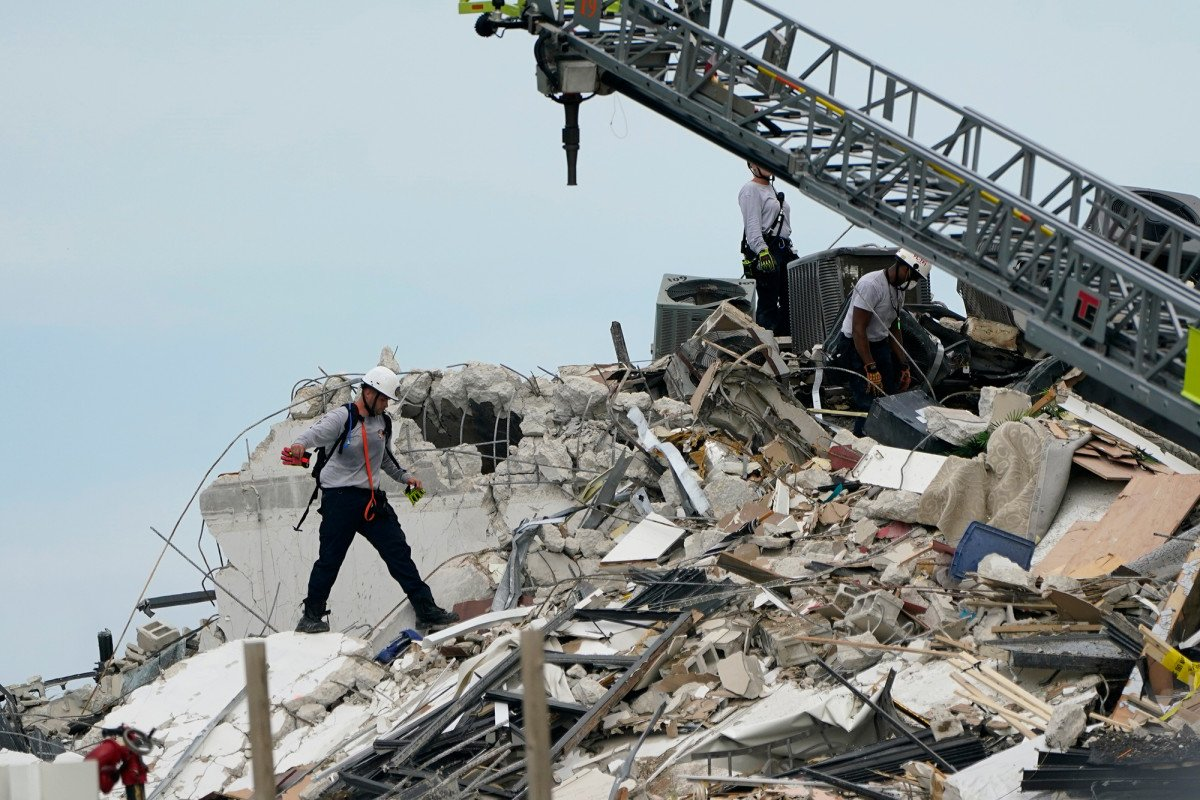 'Banging' sound detected in rubble of collapsed Florida condo building