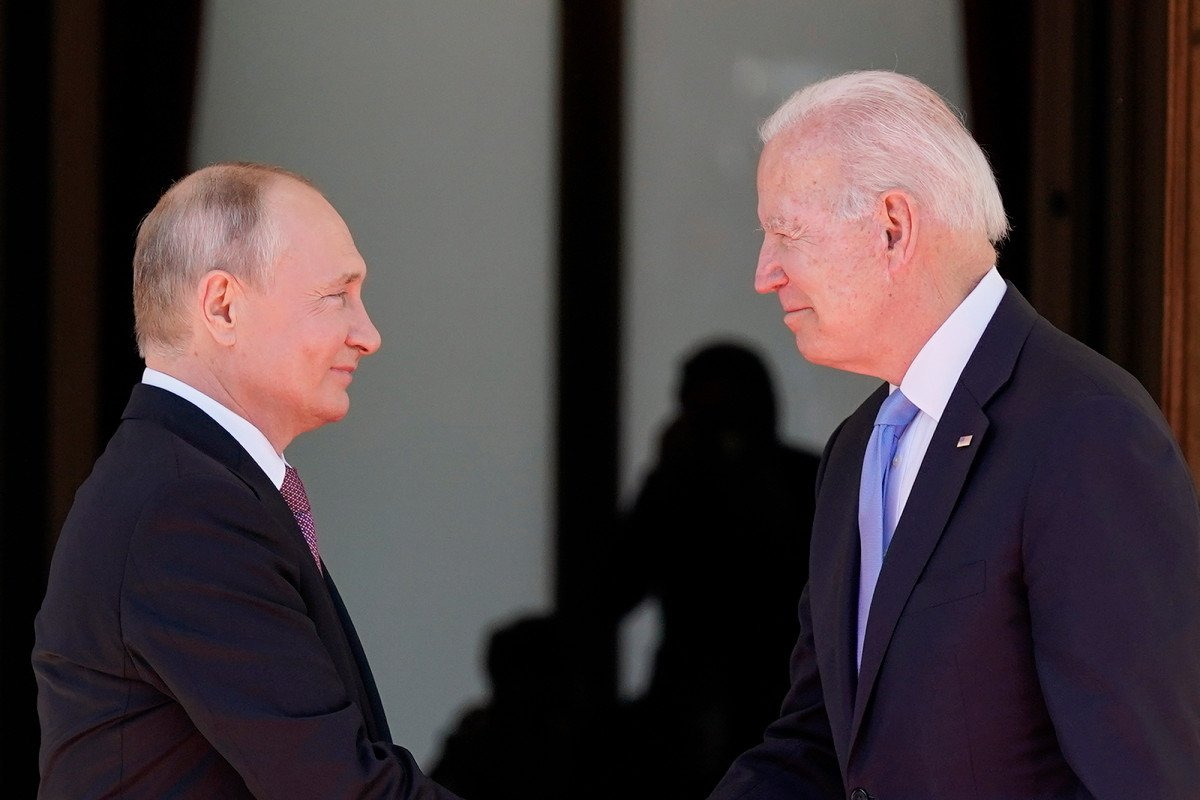 Putin claims Biden, US hypocrisy on cybercrime, human rights after WH refuses joint presser