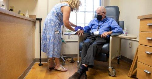 Biogen's Alzheimer's Drug Poses a Dilemma for the F.D.A.