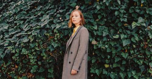 Hannah Einbinder: Portrait of a Young Comic on the Cusp