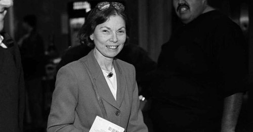 Janet Malcolm, Provocative Journalist With a Piercing Eye, Dies at 86