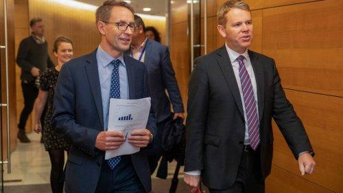 Covid 19 coronavirus: Ashley Bloomfield and Chris Hipkins share latest on Wellington alert levels, Australia case details - NZ Herald