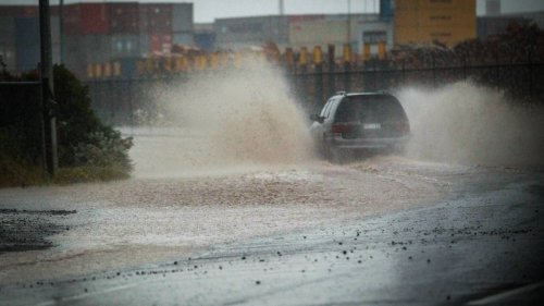 Thunderstorms, mini tornadoes, downpours: North Island to get lashed by wild weather - NZ Herald