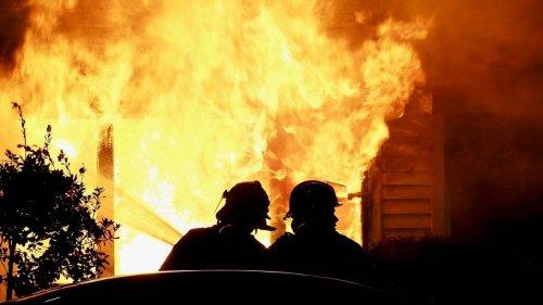 House on fire in Wellington's Mount Victoria - NZ Herald
