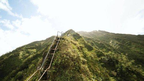 Hawaii to tear down forbidden 'Stairway to Heaven' - NZ Herald