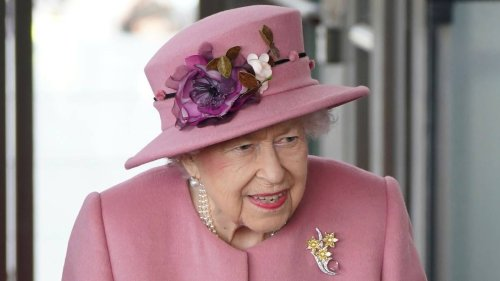 Queen accepts medical advice to rest, cancels Northern Ireland trip - NZ Herald