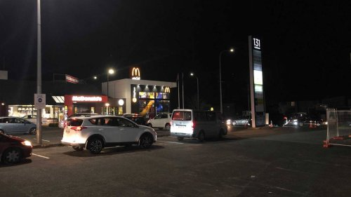 Covid 19 Delta outbreak: Welcome to level 3, Auckland! 80 cars at one drive-through as people head for takeaways - NZ Herald