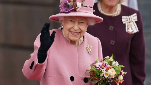 Daniela Elser: Buckingham Palace shrouded in secrecy amid Queen's health drama - NZ Herald