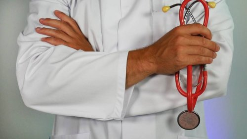 Doctor reprimanded after patient's cancer diagnosis delayed by months - NZ Herald