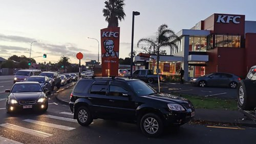 Covid 19 Delta outbreak: Takeaway lovers can almost smell level 3 as Auckland prepares to drop down a level - NZ Herald