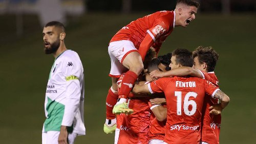 Football: Wellington Phoenix keep A-League playoff hopes alive with last-gasp win over Western United - NZ Herald