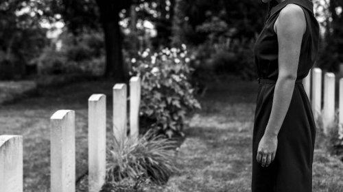 Woman has 'adulterer' written on unfaithful husband's headstone - NZ Herald