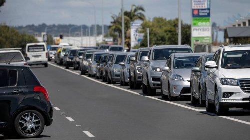 Covid 19 coronavirus: Carpark 'shambles' sees 81-year-old denied vaccine - NZ Herald